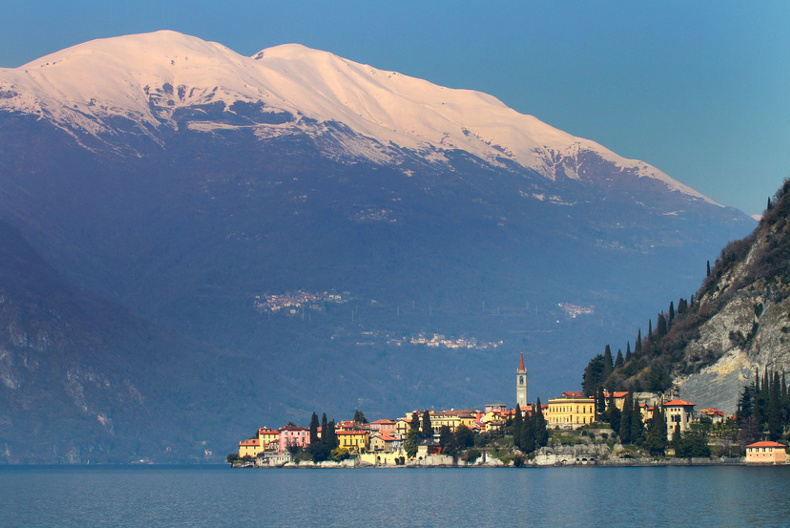 lake como in winter with snow capped mountains, lakes & mountains holidays in the italian lake district