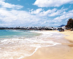 costa teguise accommodation, holiday villas to rent