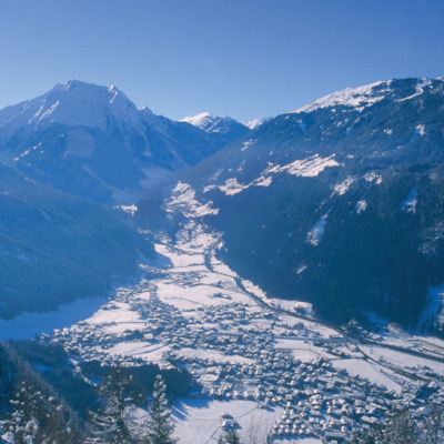 christmas skiing in mayrhofen