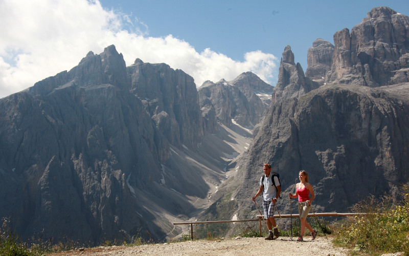 alta vie hiking trails dolomites